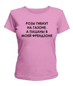 Женская футболка Розы гибнут на газоне